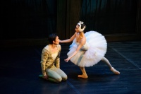 Ballet Classics for Children: Swan Lake | Dancers (from left): Li Jiabo, Gao Ge | Photographer: Conrad Dy-Liacco